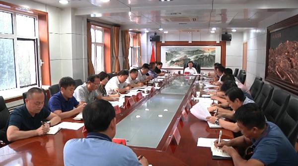 祁海东主持召开县委六届三十八次常委会议